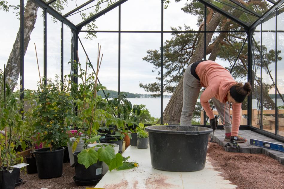 pihalaatat kasvihuoneen lattiana
