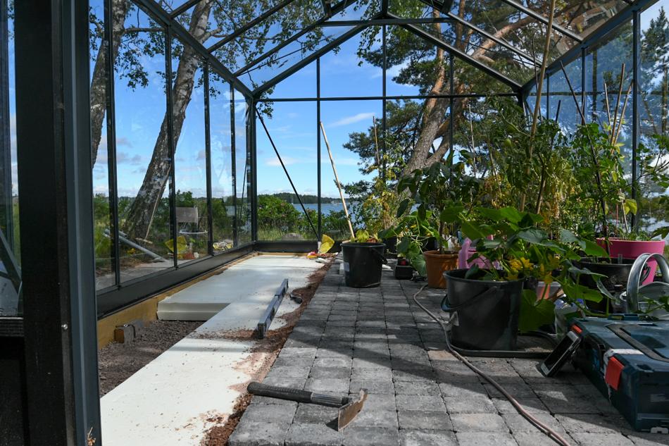 Kasvilavan tekeminen kasvihuoneeseen
