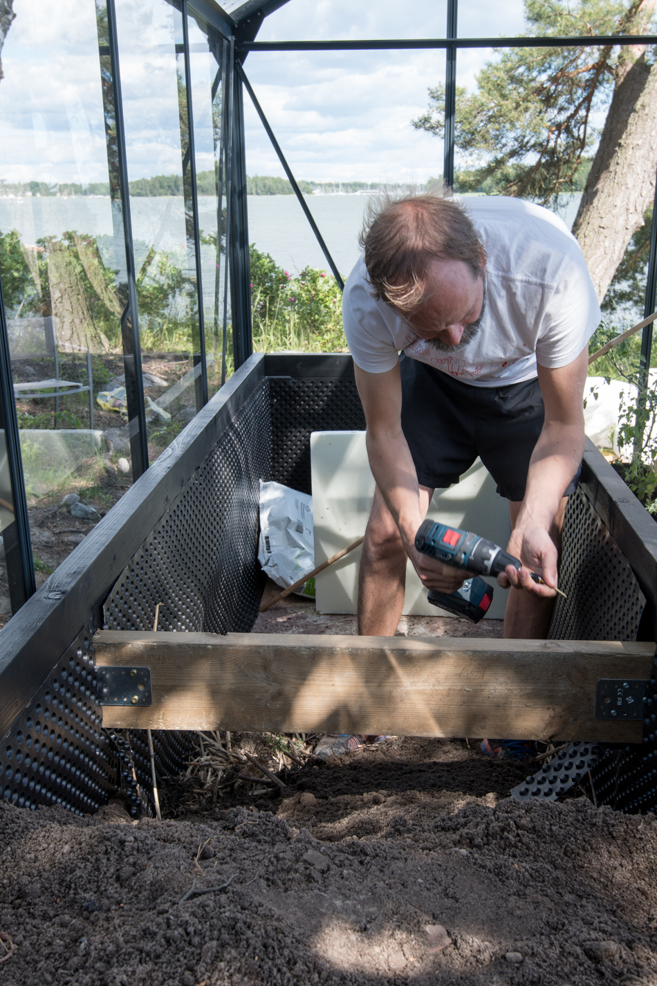 puinen viljelylaatikko kasvihuoneeseen