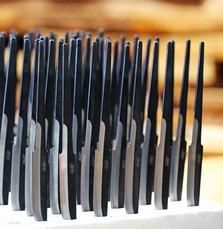 Vanadium-hiiliterästerä puukko