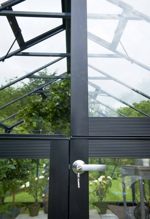 Låsbar pardörr med ventilationslucka