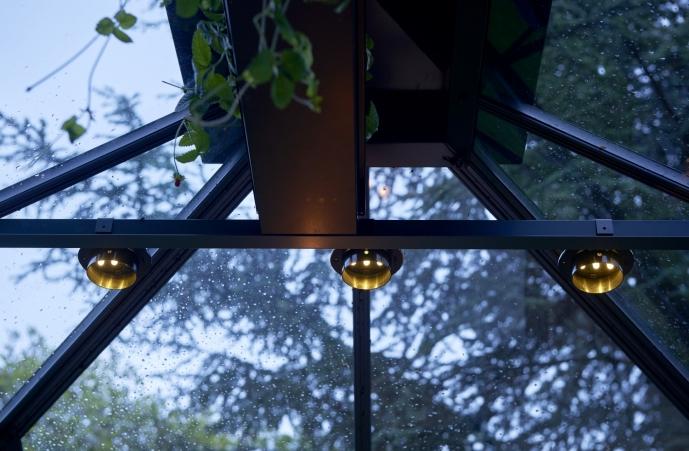 Kuvassa 3 kpl lamppuja profiilissa