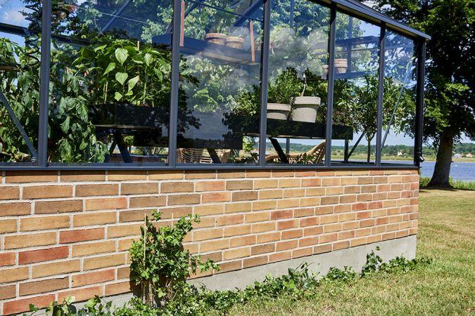 Kasvihuone Juliana Premium 13,0 m² muurille, turvalasilla, antrasiitti/musta